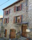 Maison en pierre dans quartier historique