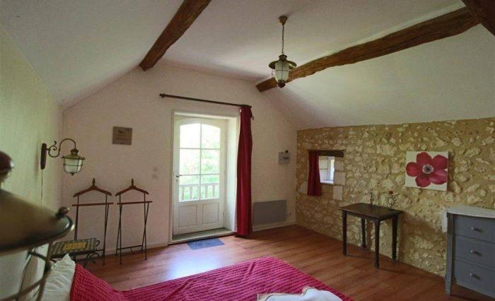 Maison rénovée avec grande salle, grange et tennis! Bourrou ...