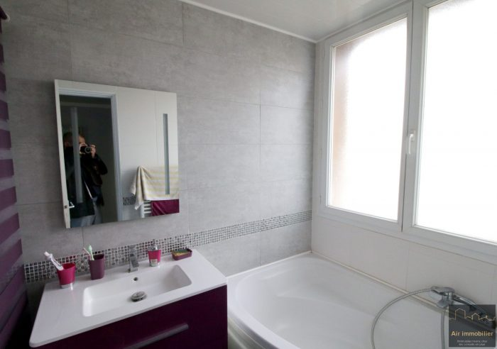 vendre appartement f3 de 64 m quartier les bruyeres. Black Bedroom Furniture Sets. Home Design Ideas