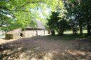: Entre Bonnat et Aigurande, une maison en pierre avec grange, et un grand terrain.