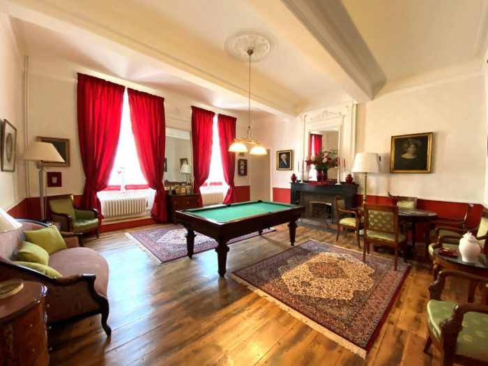 Somptuous Townhouse with Garden and Swimming Pool