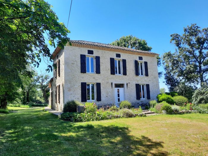 Beautiful Country Property in a quiet location