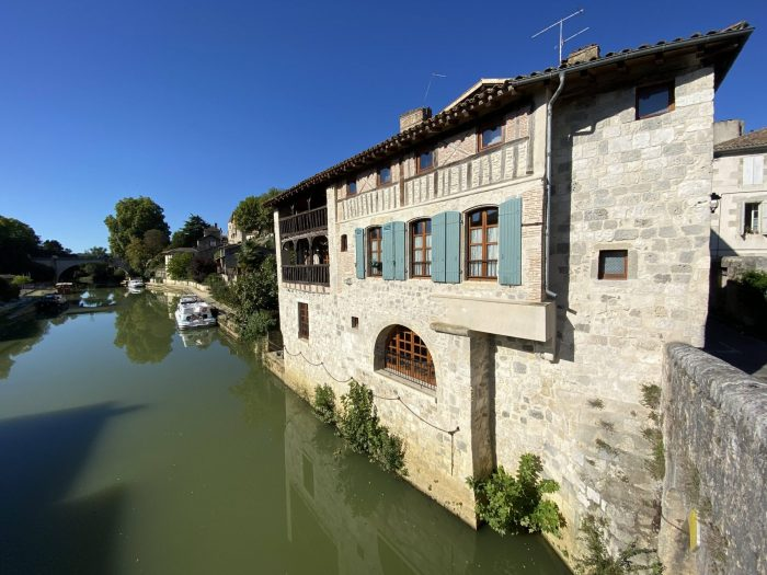 Exceptional riverside Property in historical town