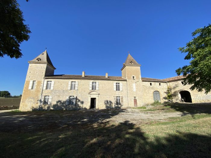 Exceptional 17th Century Château