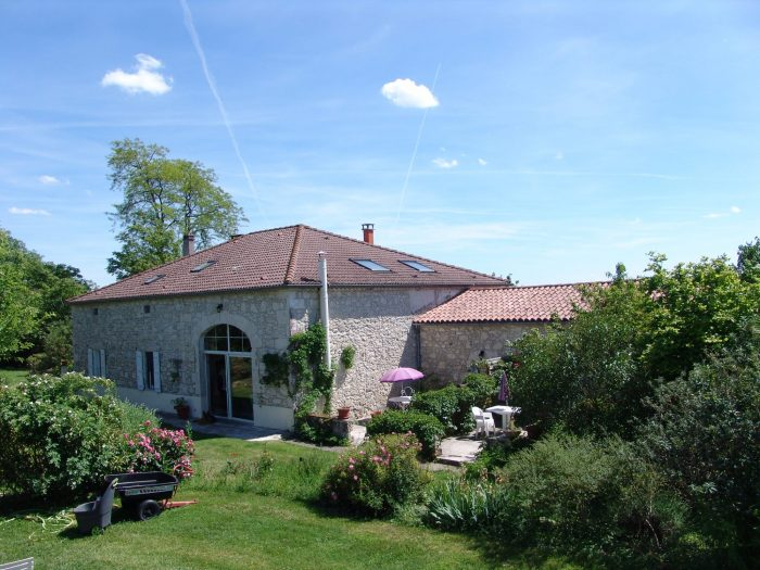 A 460 m² renovated Farmhouse with gîtes and pool