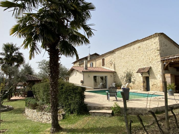 Lovely stone Property with pool