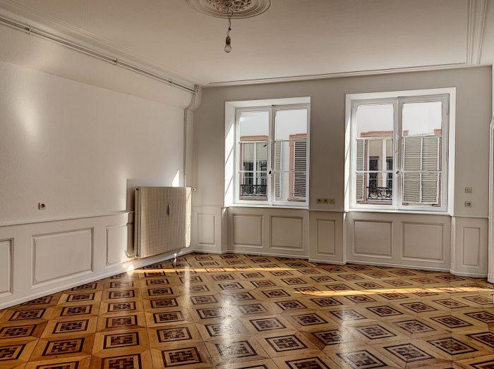 Grand T2 Hyper centre rénové - Devenez locataire en toute sérénité - Bintz Immobilier
