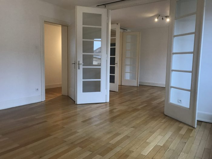 GRAND 3 PIECES BLVD DE LYON - Devenez locataire en toute sérénité - Bintz Immobilier
