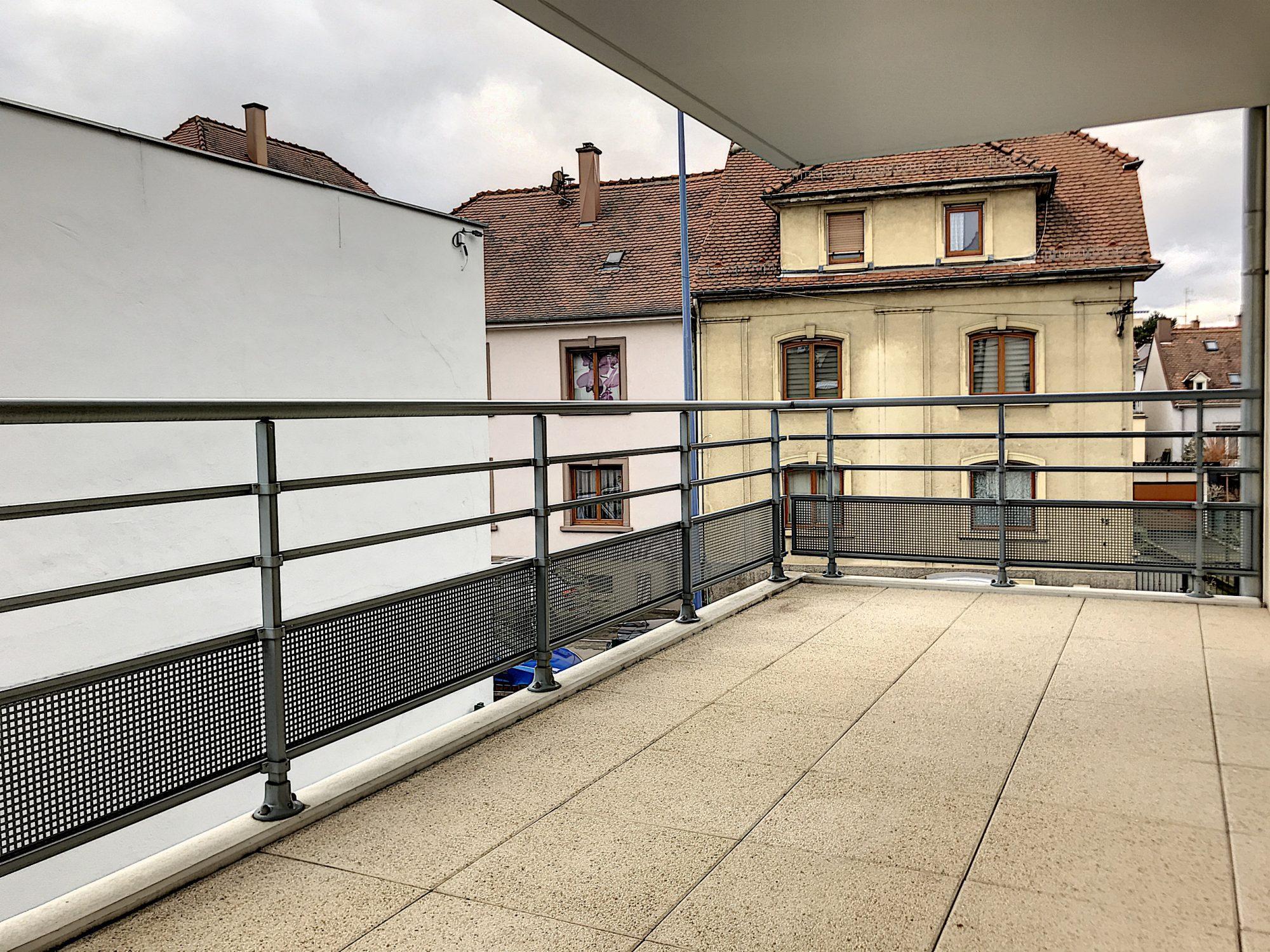 3 Pièces SCHILTIGHEIM + Terrasse - Devenez locataire en toute sérénité - Bintz Immobilier - 2