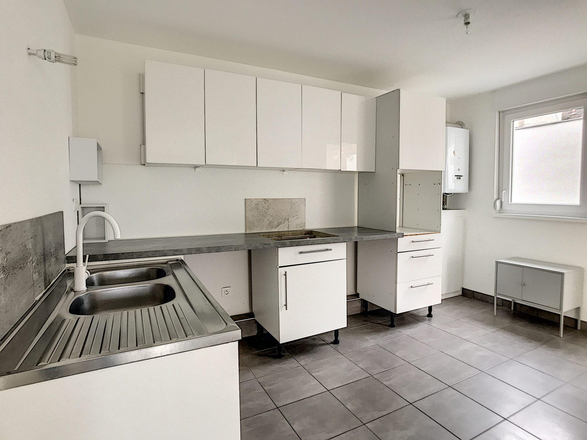 3 Pièces SCHILTIGHEIM + Terrasse - Devenez locataire en toute sérénité - Bintz Immobilier - 3