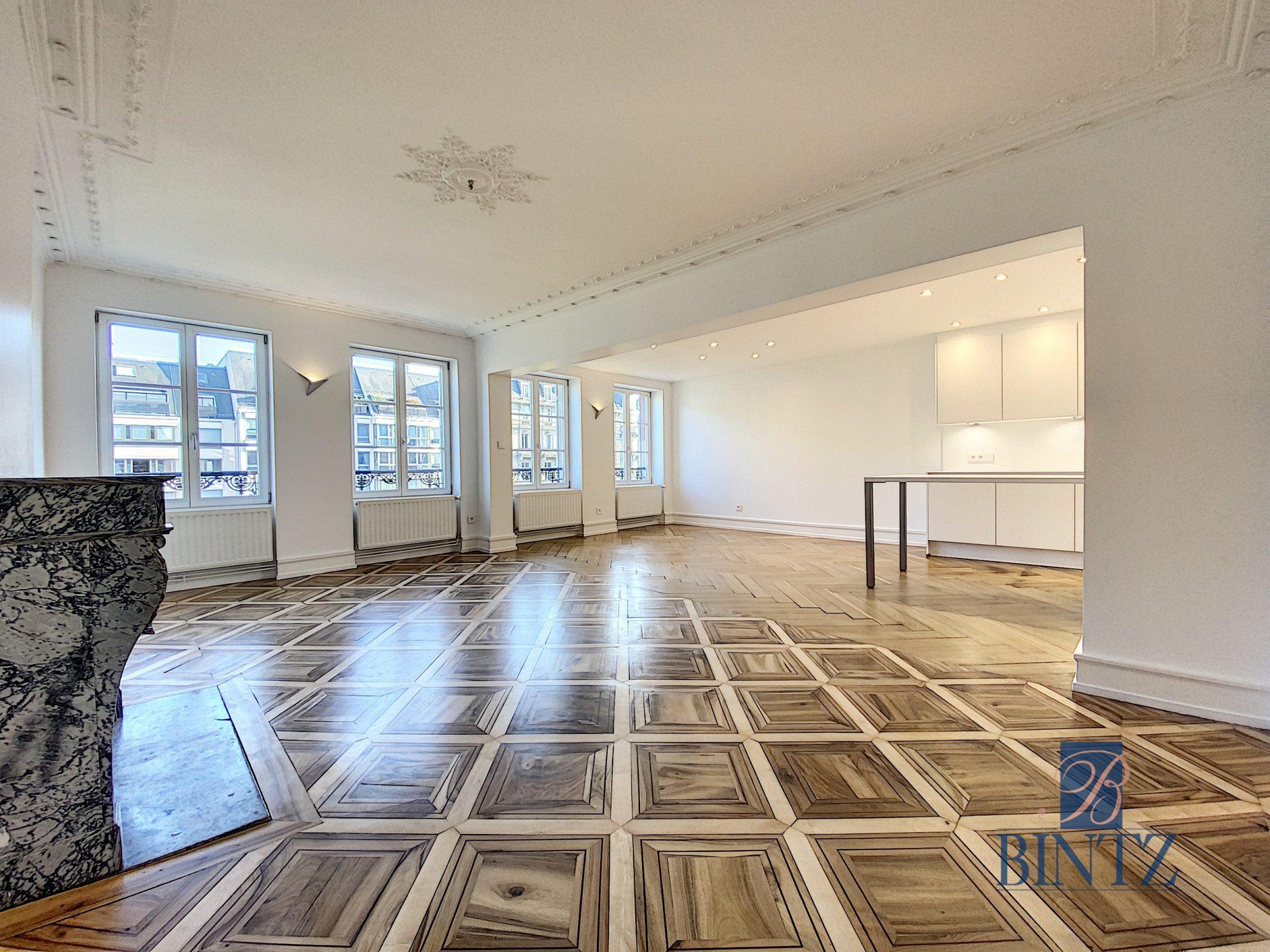 5 pièces d'exception face à la mairie - Devenez locataire en toute sérénité - Bintz Immobilier - 1