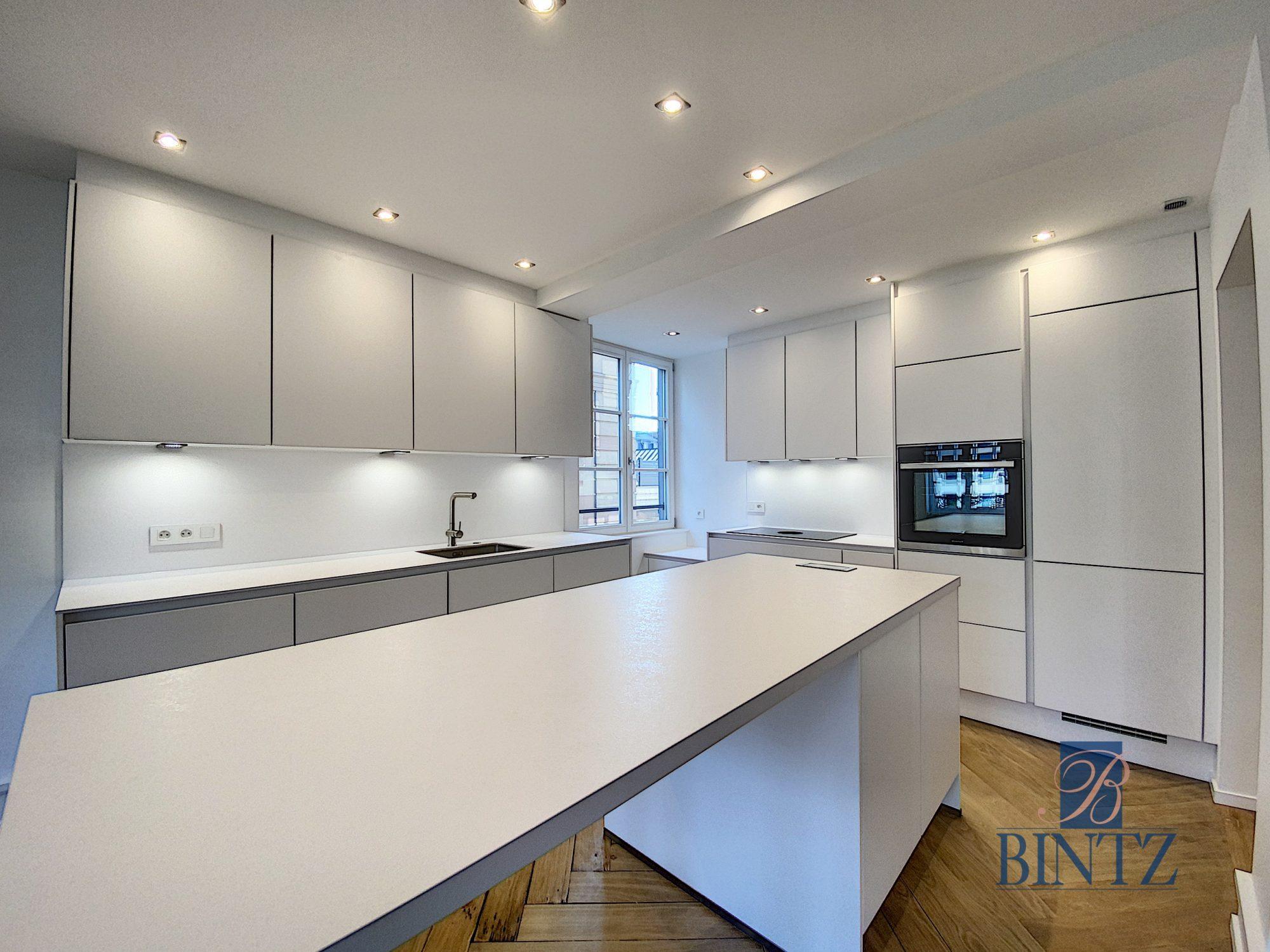 5 pièces d'exception face à la mairie - Devenez locataire en toute sérénité - Bintz Immobilier - 10