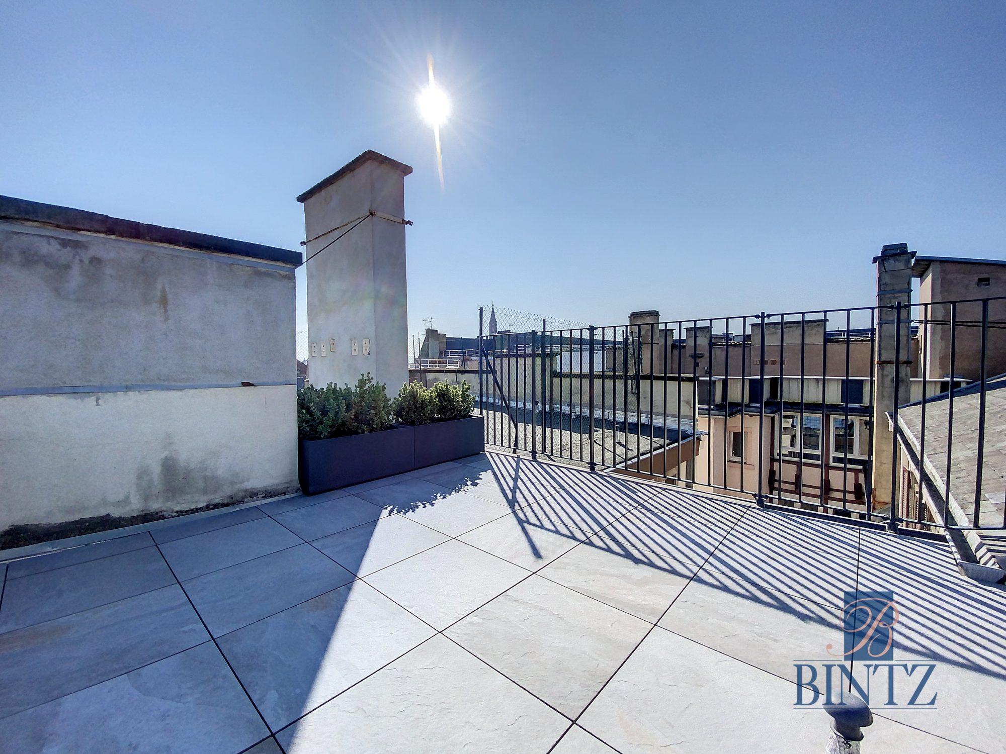 DUPLEX avec terrasse PLACE DE L'UNIVERSITÉ AVEC TERRASSE - Devenez locataire en toute sérénité - Bintz Immobilier - 2