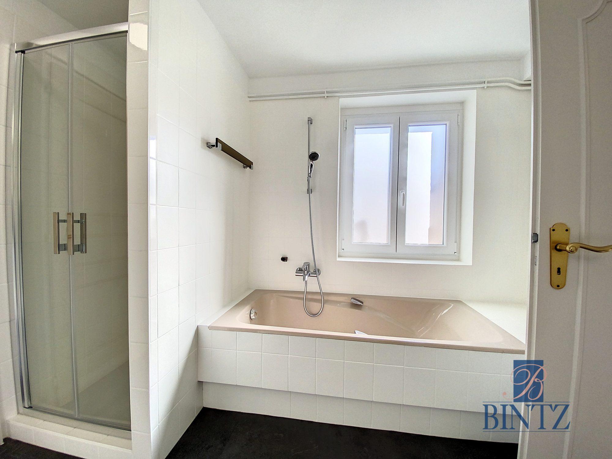 DUPLEX avec terrasse PLACE DE L'UNIVERSITÉ AVEC TERRASSE - Devenez locataire en toute sérénité - Bintz Immobilier - 11