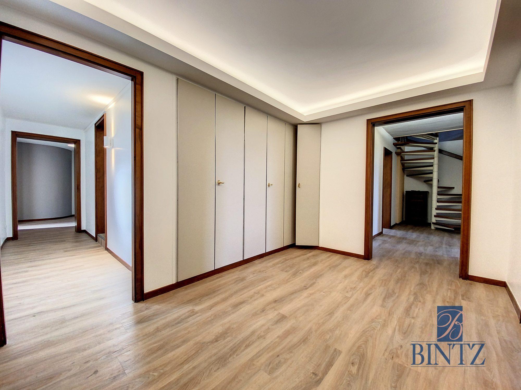 DUPLEX avec terrasse PLACE DE L'UNIVERSITÉ AVEC TERRASSE - Devenez locataire en toute sérénité - Bintz Immobilier - 12