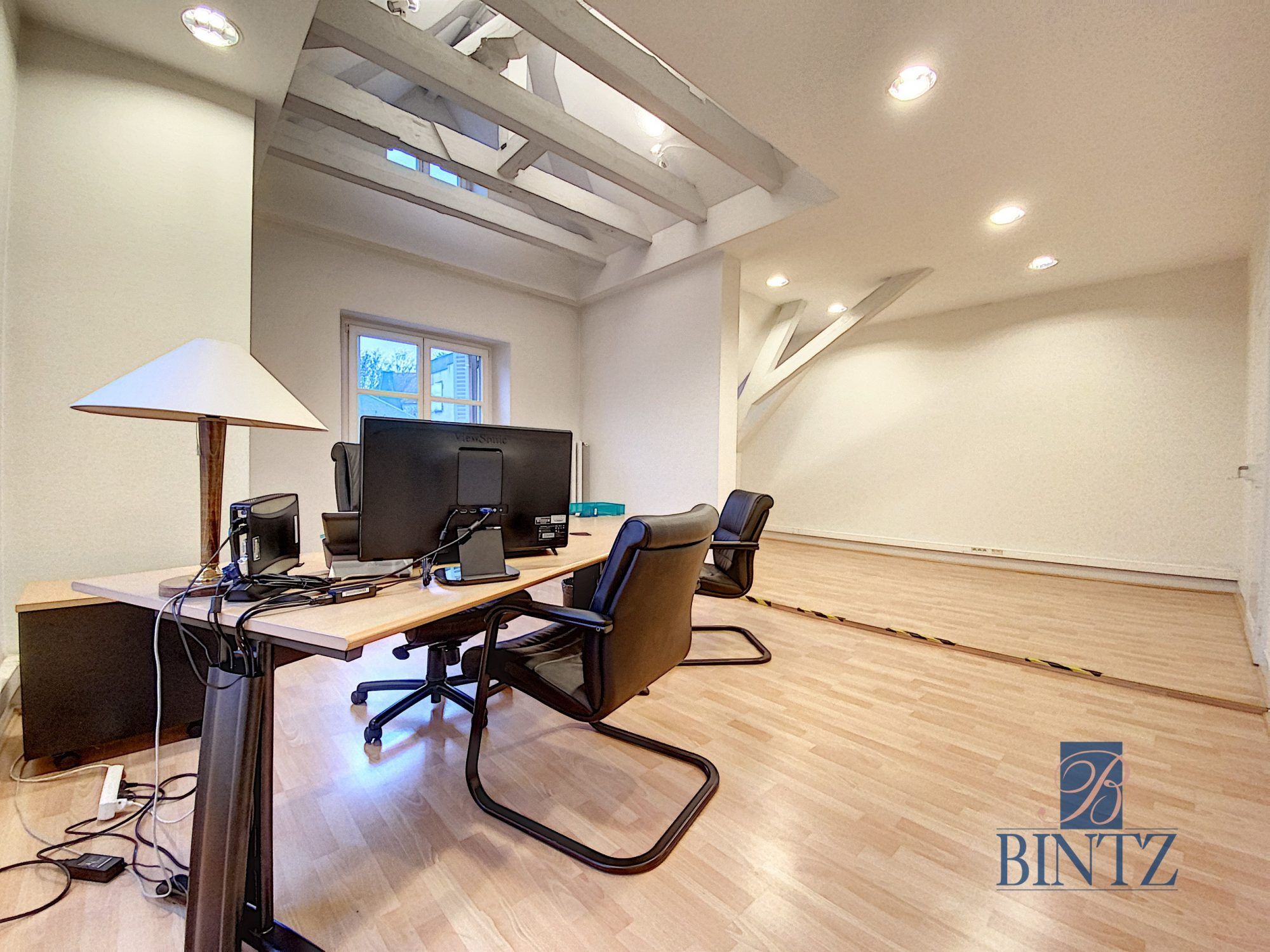 Immeuble de bureaux à louer - Devenez locataire en toute sérénité - Bintz Immobilier - 18