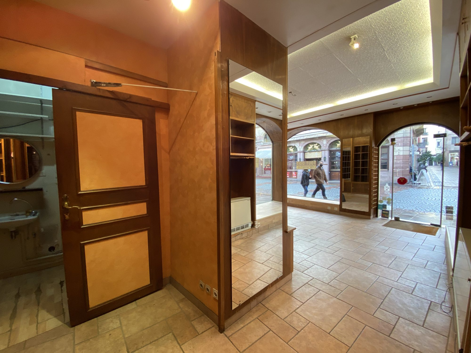 EMPLACEMENT N°1 CATHEDRALE LOCAL COMMERCIAL A LOUER - Devenez locataire en toute sérénité - Bintz Immobilier - 10