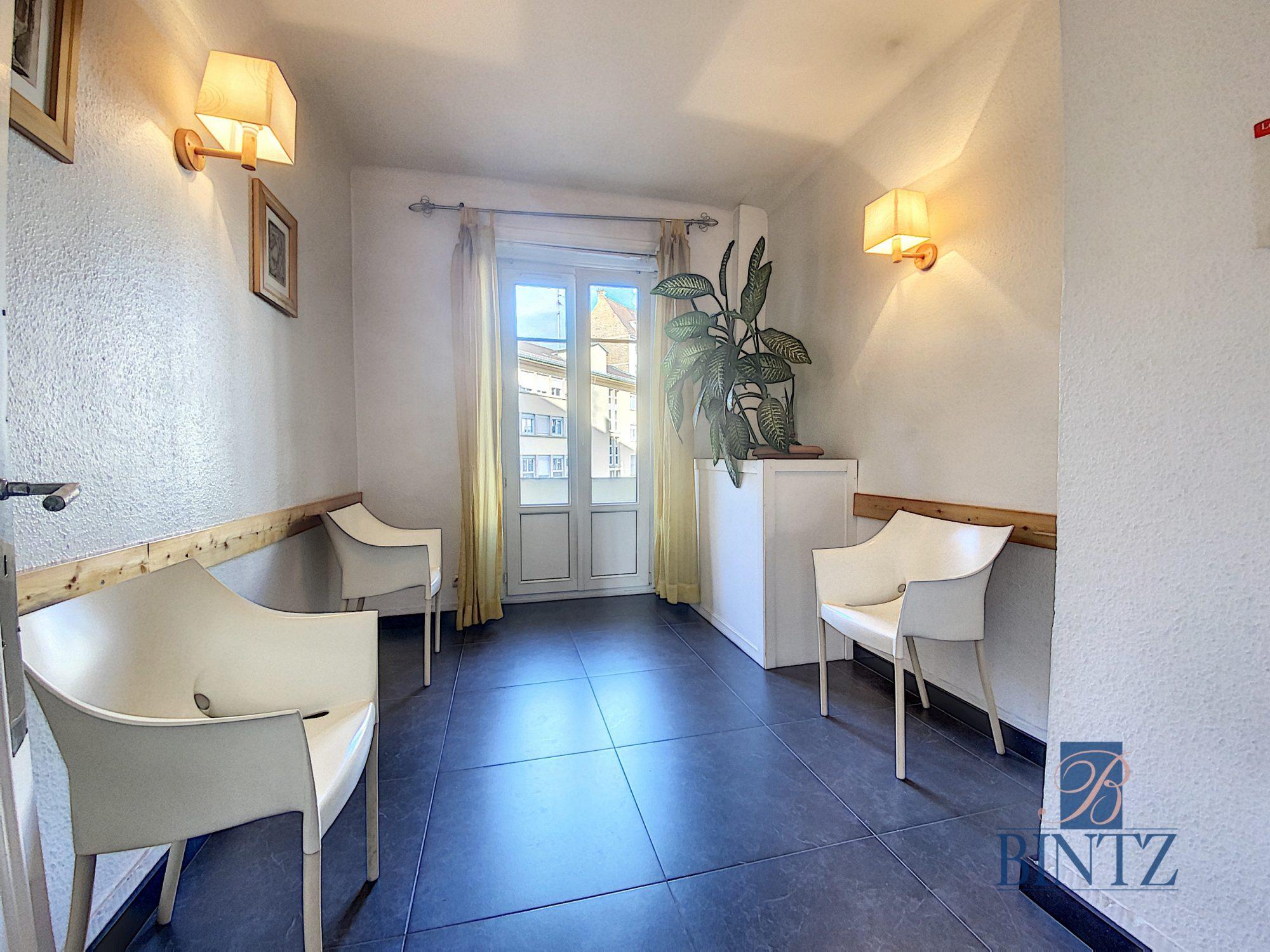 Local professionnel ERP 3 pièces + Salle d'attente - Devenez locataire en toute sérénité - Bintz Immobilier - 2