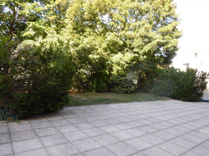 Grand type 5 avec terrasse et jardin