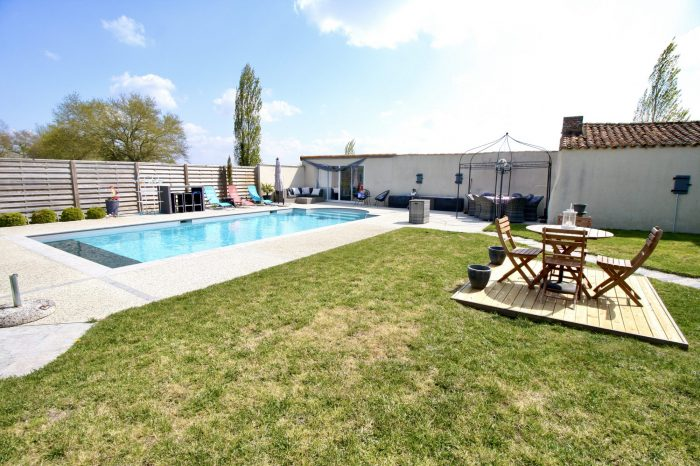 Beautiful renovated 5 bed farmhouse with swimming pool