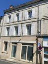 Située dans le bourg de Chalais et proche de toutes commodités, belle maison de ville entièrement rénovée