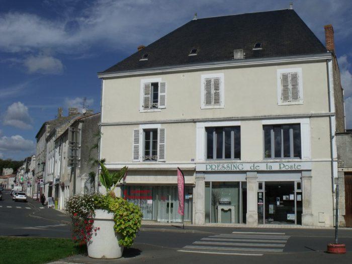Location annuelleBureau/LocalFONTENAY LE COMTE85200VendéeFRANCE