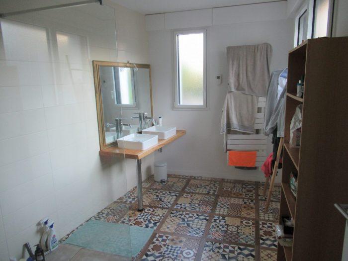 maison atypique dans le pentagone. Black Bedroom Furniture Sets. Home Design Ideas