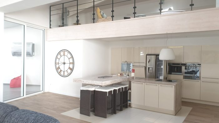 loft avec piscine int rieure a vendre. Black Bedroom Furniture Sets. Home Design Ideas