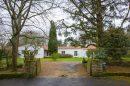 Maison  Montaigu-Vendée  280 m² 10 pièces