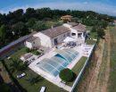 Villa 6 pièces de plain pieds avec gîte et piscine sur 3900m2 de terrain.