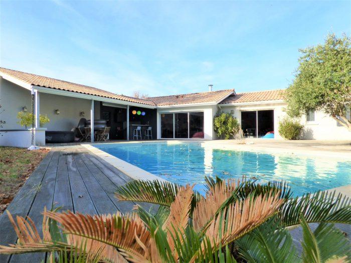 Vente Maison Contemporaine 7 Pieces Saint Jean D Illac Hbc Immobilier Pessac