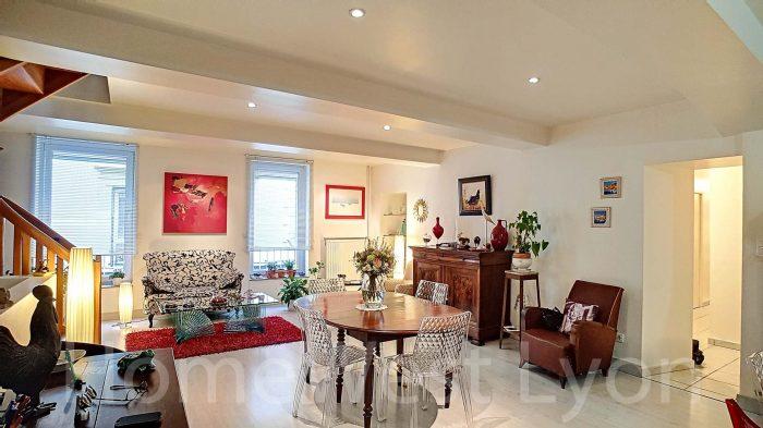 grande maison de ville en plein centre de roanne homewest lyon saint didier au mont d 39 or. Black Bedroom Furniture Sets. Home Design Ideas