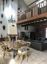 Maison   236 m² 7 pièces