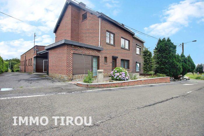 Photo maison avec entrepôt + 4 garages + remise+ maisonette avec piscine + jardin image 1/27