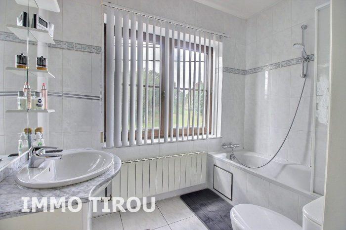 Photo maison avec entrepôt + 4 garages + remise+ maisonette avec piscine + jardin image 15/27
