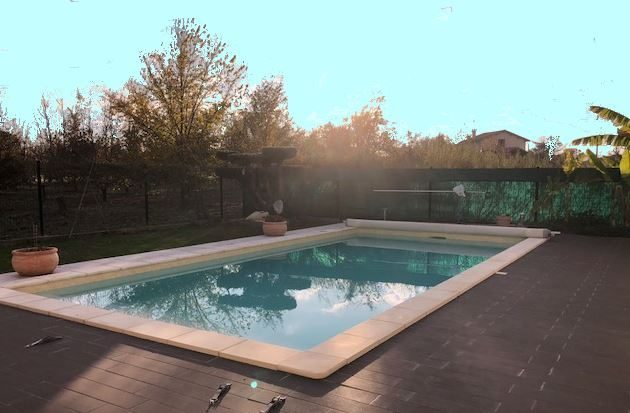 maison r cente 4 pi ces avec piscine. Black Bedroom Furniture Sets. Home Design Ideas