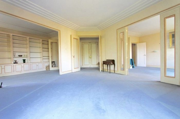 a vendre grand appartement r nover paris nicolay associ s paris. Black Bedroom Furniture Sets. Home Design Ideas