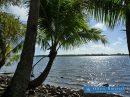 Grande cocoteraie constructible en bord de lagon