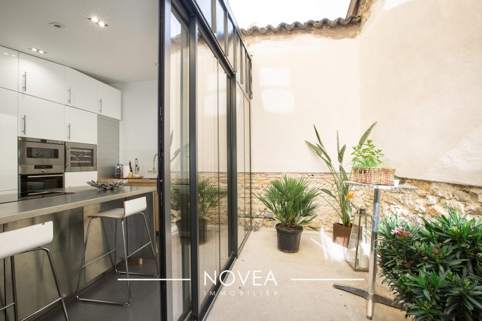 magnifique loft int gralement r nov de 145 m2. Black Bedroom Furniture Sets. Home Design Ideas