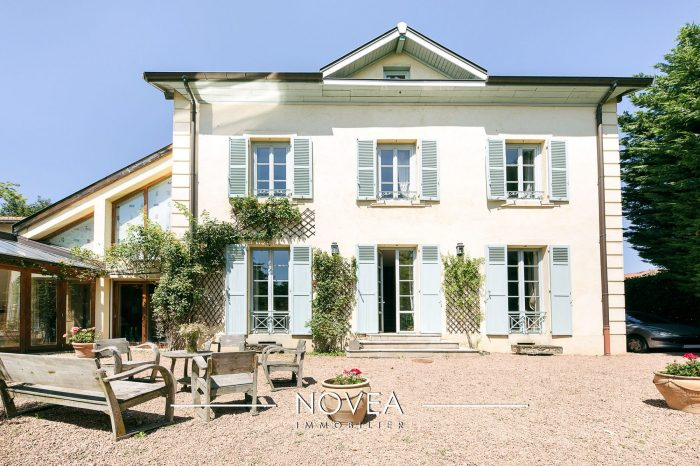 A Vendre Maison Bourgeoise 12 Pieces Situee A Lyon 69005