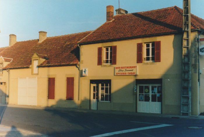 Grande maison de bourg, ancien commerce