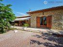 Belle maison en pierre du Lot avec vue sur des vignes bio
