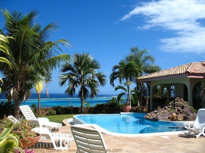 Photo Villa méditerranéenne avec piscine et vue lagon image 2/9