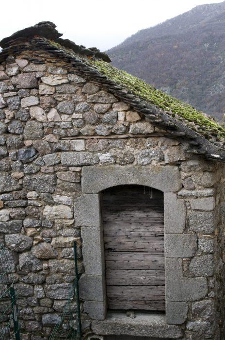 Ancienne clède en pierres à rénover