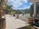 Villa avec dépendances et piscine