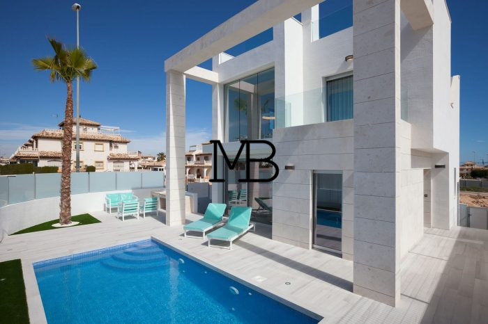 Ref:V00572DM-DOMUSMORAIRA Villa For Sale in Orihuela Costa