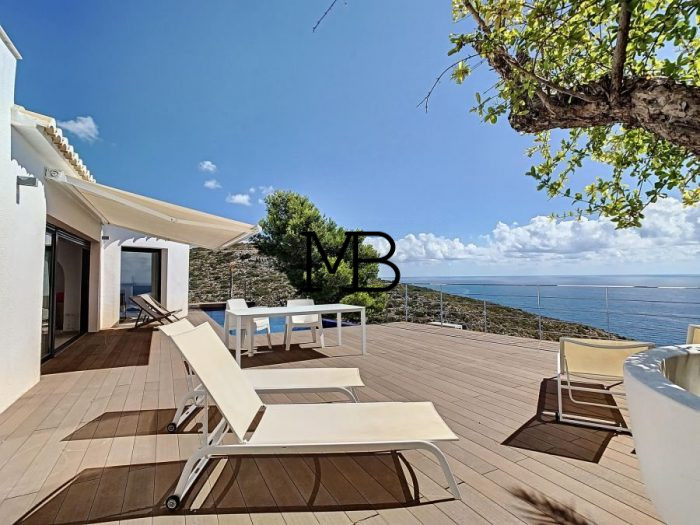 Ref:V00618DM-DOMUSMORAIRA Villa For Sale in Cumbre del sol