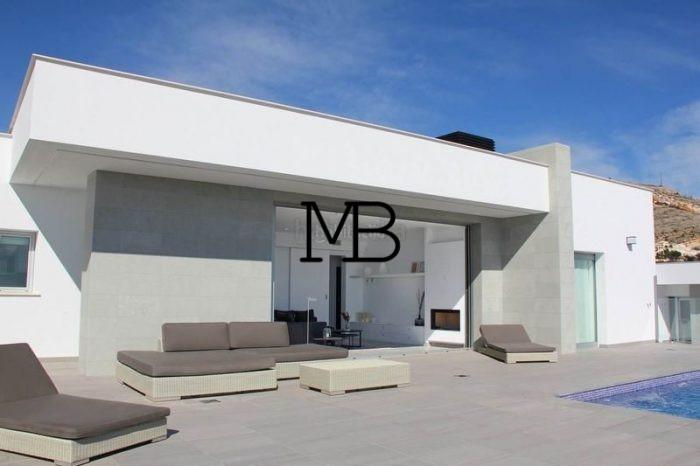 Ref:V00630DM-DOMUSMORAIRA Villa For Sale in Cumbre del sol