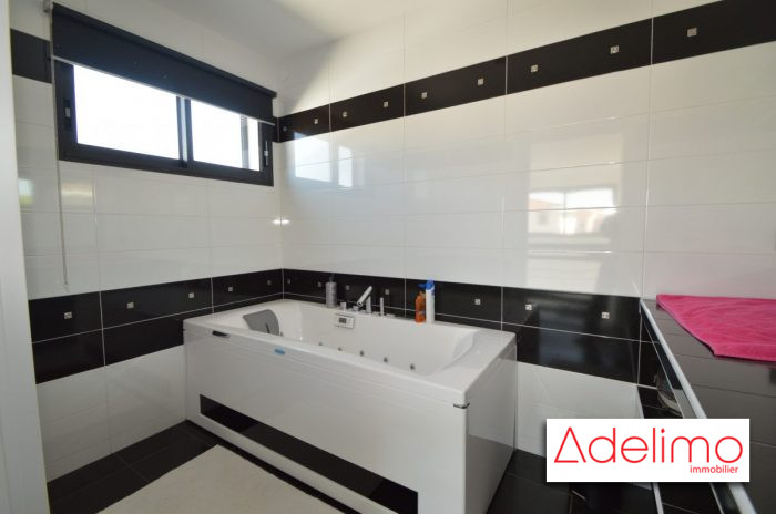 Magnifique villa moderne aimargues 30470 for Villa moderne prix