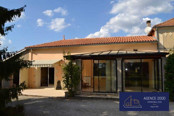 Maison ancienne Barbezieux-Saint-Hilaire 215 m²